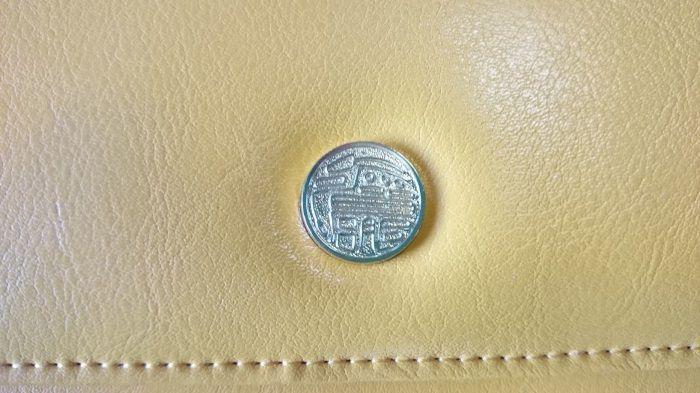 財布の表面のアクセサリと質感